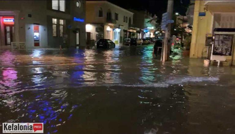 Κακοκαιρία : Πνίγηκε από την καταιγίδα το Αργοστόλι (Εικόνες) | tovima.gr