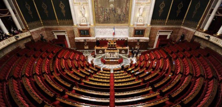 Γαλλία: Θερμή υποδοχή σε βουλευτή που επέστρεψε από κώμα λόγω κορωνοϊου   tovima.gr