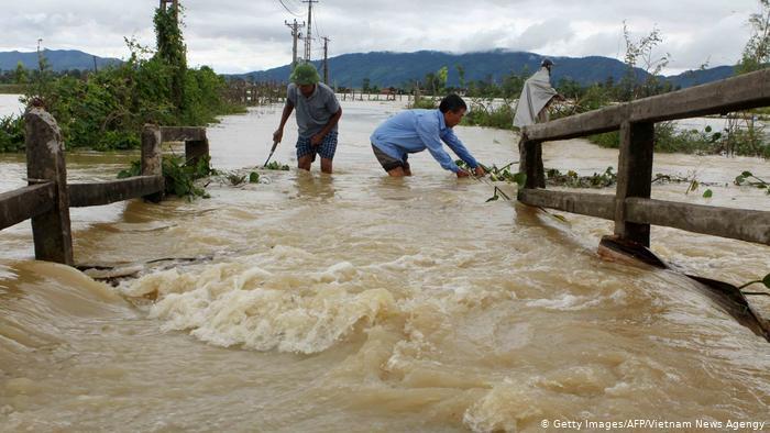 Βιετνάμ-Καμπότζη: Πλέον των 40 οι νεκροί από πλημμύρες –  πολλοί αγνοούμενοι | tovima.gr