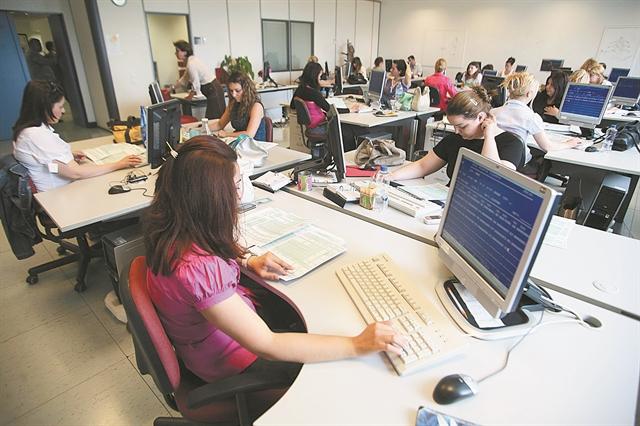 Κορωνοϊός : Πώς θα λειτουργήσει το Δημόσιο από Δευτέρα – Τι ισχύει για ευπαθείς ομάδες και τηλεργασία | tovima.gr
