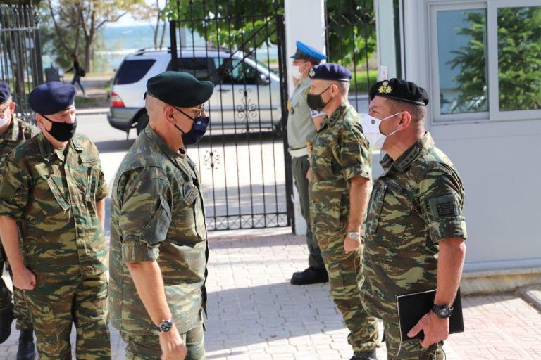 Επίσκεψη του αρχηγού ΓΕΕΘΑ στον Εβρο   tovima.gr