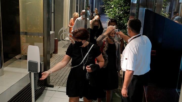 Σερβία : Αυστηρή σύσταση για γενικευμένη χρήση μάσκας | tovima.gr
