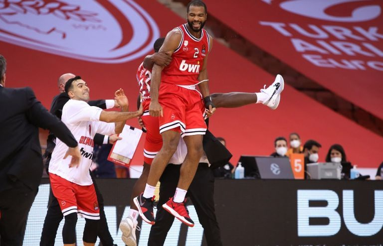 Ολυμπιακός : Η παρακάμερα της μεγάλης νίκης με την Μακάμπι Τελ Αβίβ   tovima.gr
