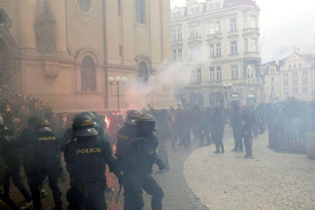 Τσεχία : Επεισόδια σε διαδήλωση κατά των μέτρων για τον κορωνοϊό | tovima.gr