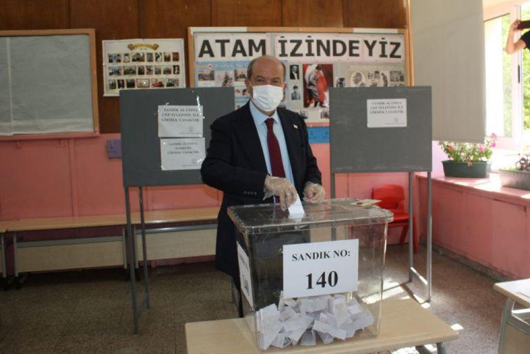 «Εκλογές» στα Κατεχόμενα: Νίκη για τον «εκλεκτό» του Ερντογάν, Ερσίν Τατάρ | tovima.gr