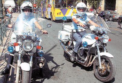 Τέσσερις τραυματίες αστυνομικοί σε τροχαίο στον Αγ. Παντελεήμονα   tovima.gr
