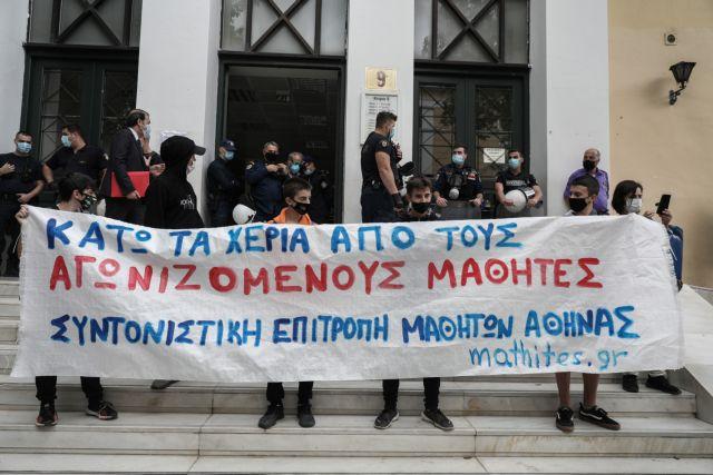 Ελεύθερος ο 14χρονος μαθητής ύστερα από 4 ημέρες κράτηση στη ΓΑΔΑ | tovima.gr