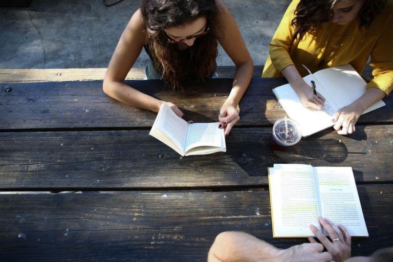 Έρευνα:  Το γράψιμο με το χέρι κάνει τα παιδιά εξυπνότερα   tovima.gr