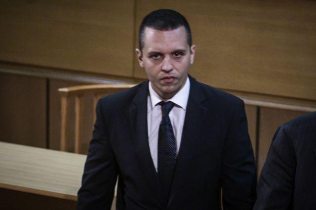 Δίκη Χρυσής Αυγής: Παραδόθηκε ο Κασιδιάρης | tovima.gr