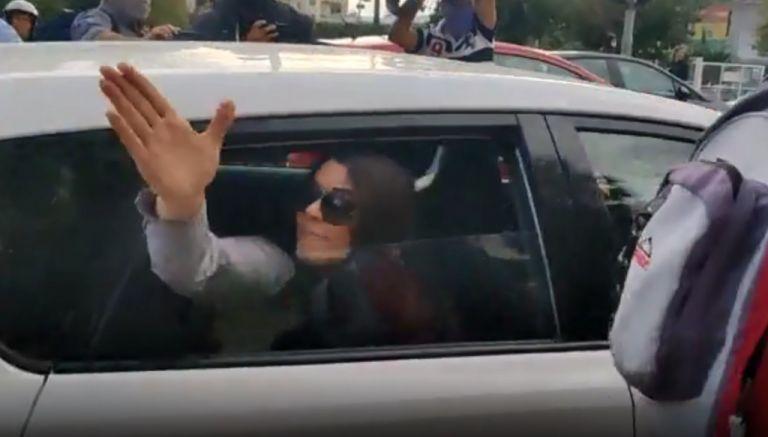 Χρυσή Αυγή : Ουρανία και Ζαρούλια βρίζουν και χτυπούν με το αυτοκίνητο δημοσιογράφους   tovima.gr