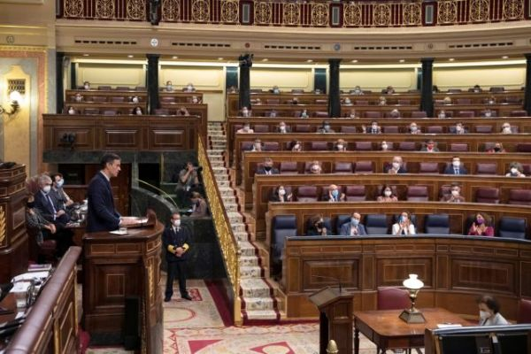 Ισπανία: Στο κενό η πρόταση μομφής κατά του Σάντσεθ από το ακροδεξιό Vox | tovima.gr