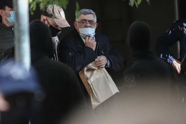 Χρυσή Αυγή : Με χειροπέδες οδηγούνται στις φυλακές τα «πρωτοπαλίκαρα» της εγκληματικής οργάνωσης   tovima.gr