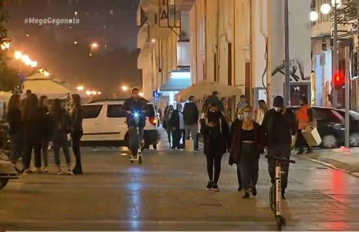 Θεσσαλονίκη: Συνωστισμός μέχρι την ύστατη στιγμή πριν την απαγόρευση κυκλοφορίας | tovima.gr