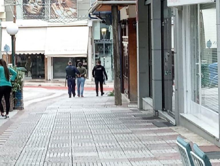 Αγρίνιο : Άντρας μαχαίρωσε δύο γυναίκες στο κέντρο της πόλης   tovima.gr