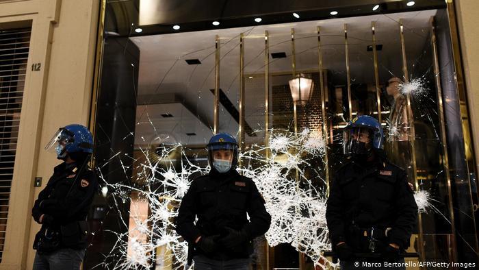 Ταραχές και πάλι λόγω κορωνοϊού στην Ιταλία | tovima.gr