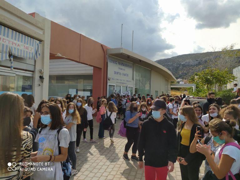 Μαρκόπουλο – 2ο Γυμνάσιο: Πορεία μαθητών, καθηγητών,  γονέων | tovima.gr