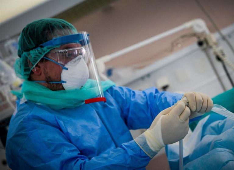 Κορωνοϊός : Καλπάζει η πανδημία με 1.259 κρούσματα, 102 διασωληνωμένους και 12 νεκρούς | tovima.gr