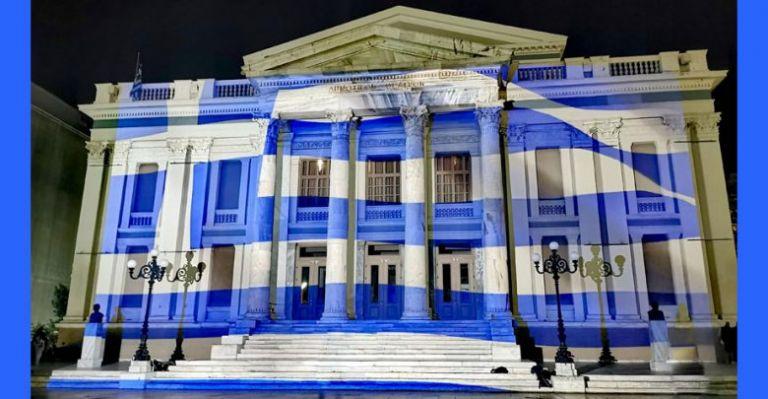 28η Οκτωβρίου : Στα γαλανόλευκα ντύθηκε το Δημοτικό Θέατρο Πειραιά | tovima.gr