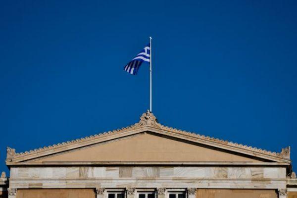 Η αύξηση των κρουσμάτων έφερε νέα μέτρα στη Βουλή | tovima.gr