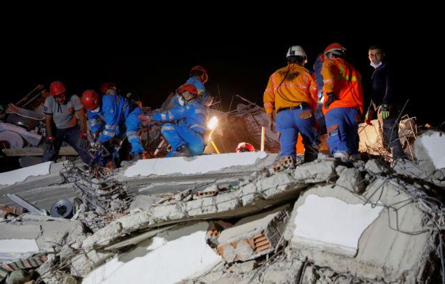 Σεισμός – Σμύρνη : Δραματικές ώρες για τους Έλληνες – Τι λένε στην κάμερα του MEGA | tovima.gr