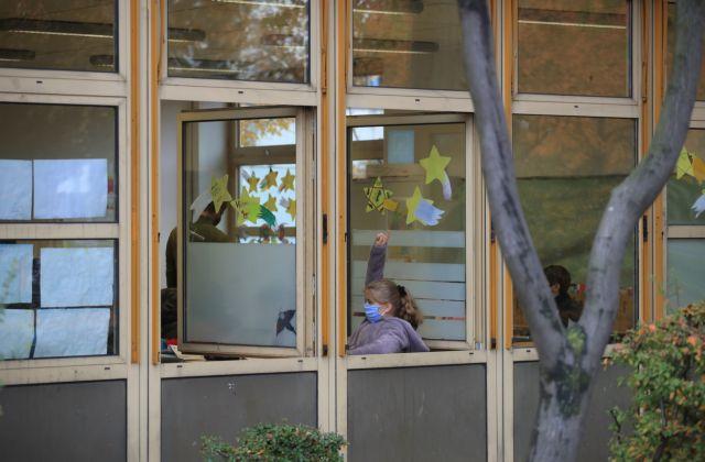 Κορωνοϊος : Ανοιχτά τα σχολεία στην Ευρώπη παρά την έξαρση της πανδημίας | tovima.gr