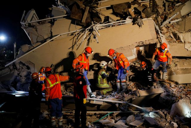 Σεισμός σε Σάμο – Σμύρνη : Αυξάνονται οι νεκροί στην Τουρκία – Δεκάδες οι μετασεισμοί | tovima.gr