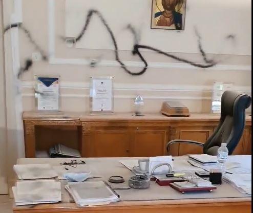 Στήριξη Συνόδου Πρυτάνεων στον Μπουραντώνη για την επίθεση στο γραφείο του | tovima.gr