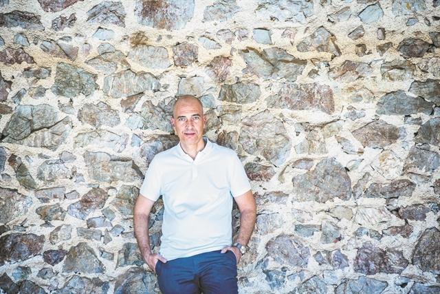 Ο Γιάννης Μόσχος στο τιμόνι του Εθνικού   tovima.gr