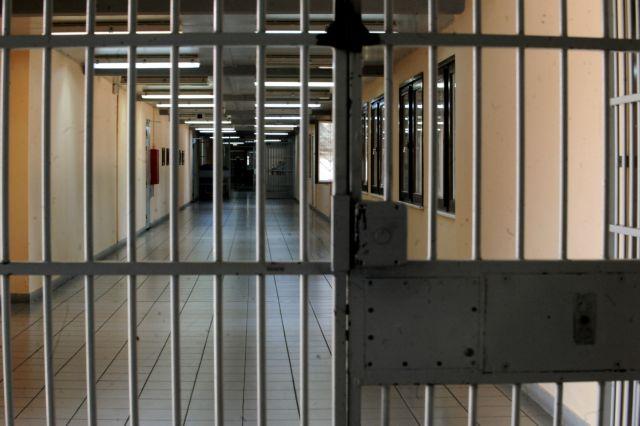 φυλακές Ναυπλίου, Κορυδαλλού, Δομοκού: Ναρκωτικά, αυτοσχέδια σουβλιά και αλκοόλ   tovima.gr