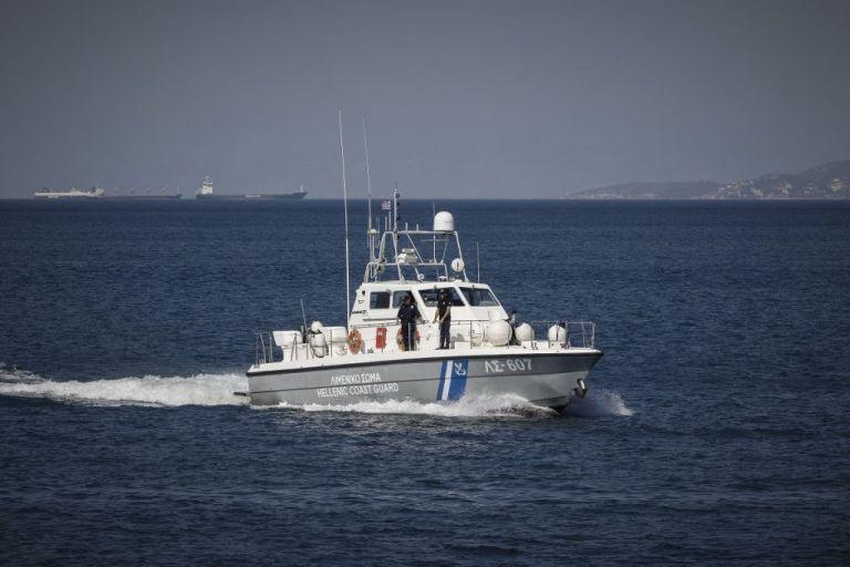 Κέρκυρα: Εντοπίστηκε σκάφος με 25 μετανάστες   tovima.gr