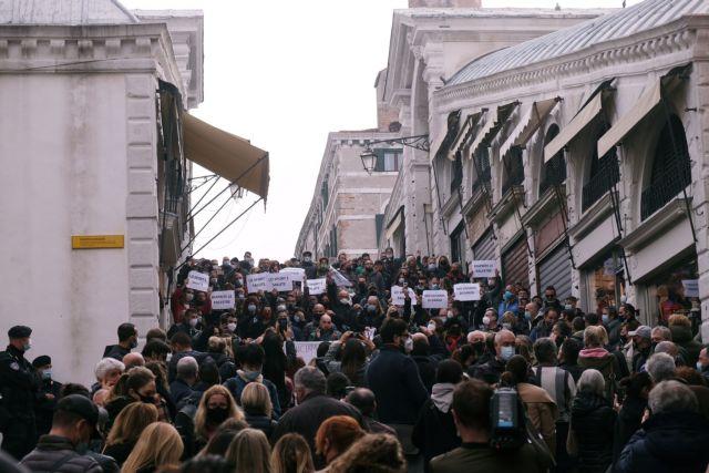 Κορωνοϊός : Τουλάχιστον 350 νεκροί κάθε μέρα στην Ιταλία | tovima.gr