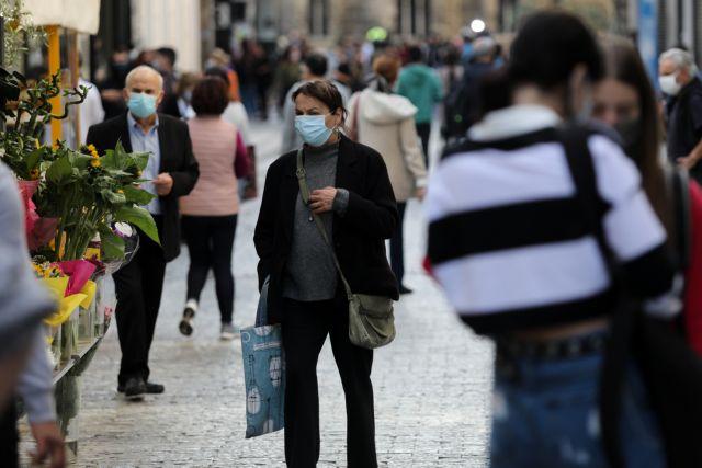 Lockdown : Χαμός στα καταστήματα για τις τελευταίες αγορές | tovima.gr