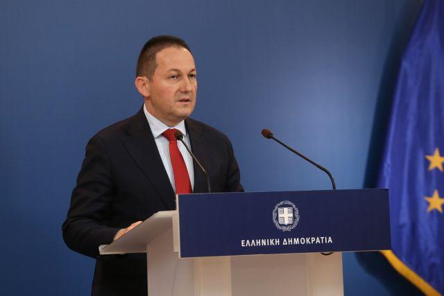 Σε εξέλιξη η ενημέρωση του κυβερνητικού εκπροσώπου Στέλιου Πέτσα | tovima.gr
