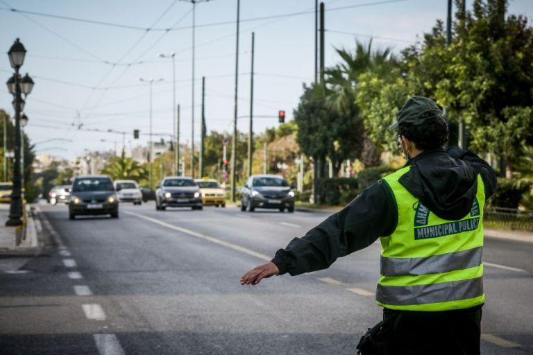 Κορωνοϊός : Αυξημένη η κίνηση στους δρόμους παρά το lockdown | tovima.gr