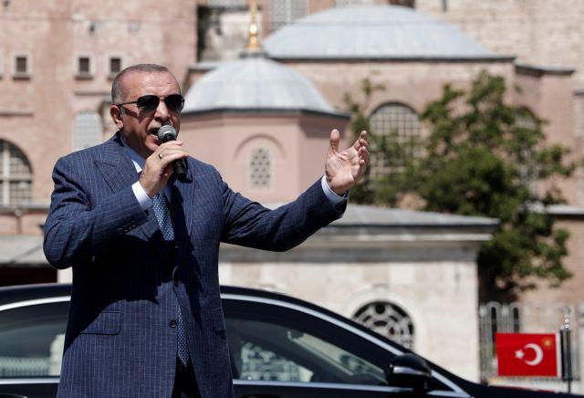 Προκλητικός Ερντογάν στα Κατεχόμενα: «Πικνίκ» πάνω στους τάφους | tovima.gr