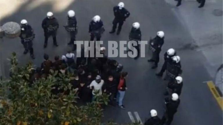 Πάτρα : Πάνω από 20 προσαγωγές για να αποτρέψουν πορεία αντιεξουσιαστών   tovima.gr