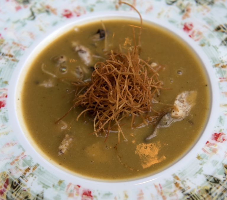 Βελουτέ κοτόσουπα με κάστανα | tovima.gr