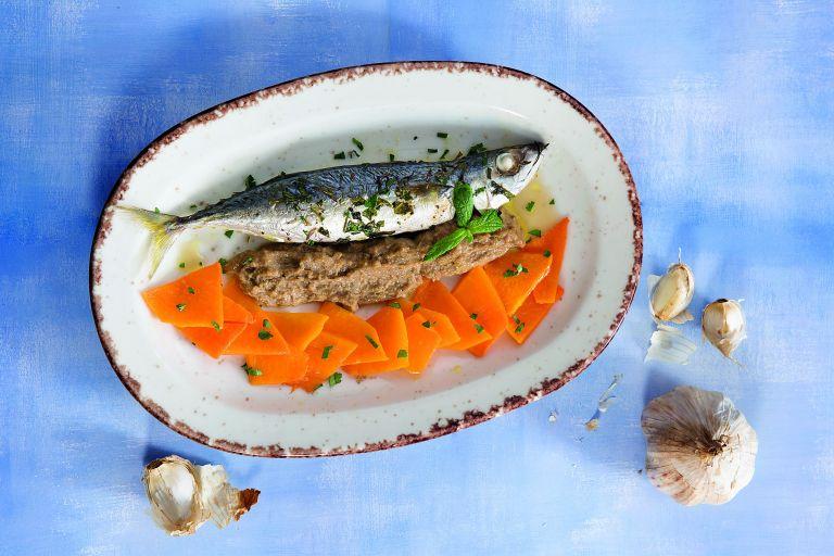 Ταμπουράς με σκορδαλιά  και κολιό | tovima.gr