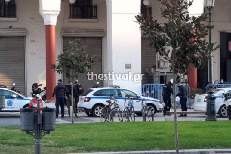 Θεσσαλονίκη : Επιχείρησαν να αναρτήσουν πανό για τα Βαρώσια – Επτά προσαγωγές | tovima.gr