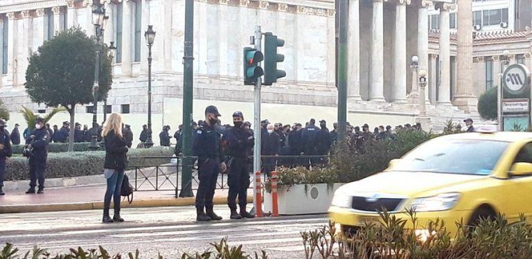 Πολυτεχνείο : Οι αστυνομικοί δεν τήρησαν τα μέτρα – Διμοιρία πίσω στη Λαμία λόγω covid-19 | tovima.gr