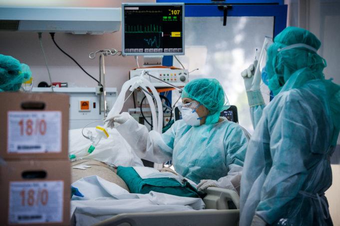 Σακελλαροπούλου : Αξίζουν σεβασμό οι 10 εθελόντριες νοσηλεύτριες από την Κρήτη | tovima.gr