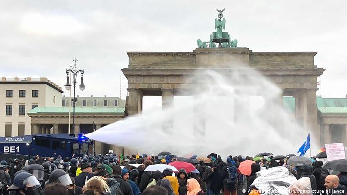 Βερολίνο: Ψήφιση νόμου περί λοιμώξεων και διαμαρτυρίες | tovima.gr