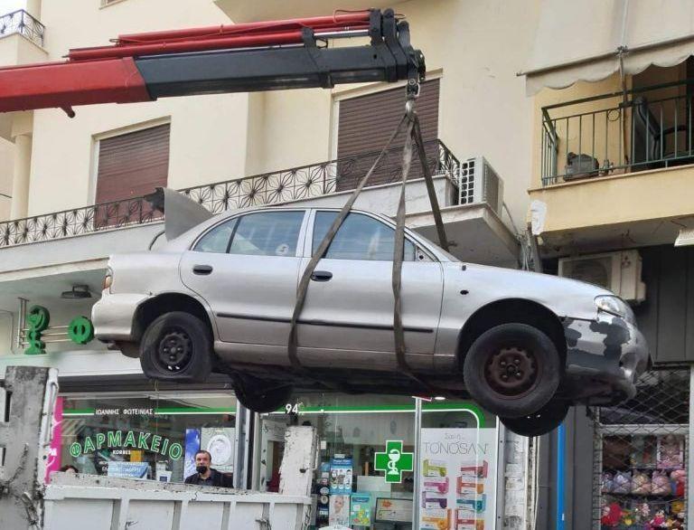 Δήμος Πειραιά : Απομακρύνονται εγκαταλελειμμένα οχήματα από το κέντρο της πόλης | tovima.gr