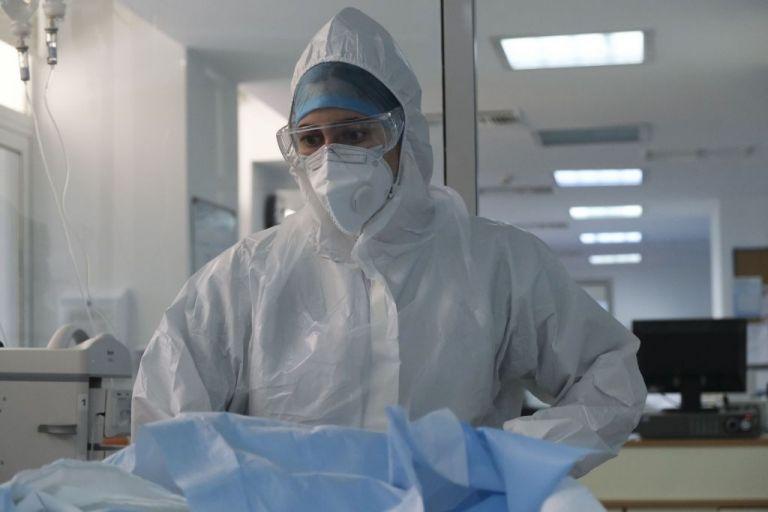 Κορωνοϊός : Η πανδημία «χτυπά» τους νέους – 11 ασθενείς 18 έως 39 ετών σε ΜΕΘ   tovima.gr