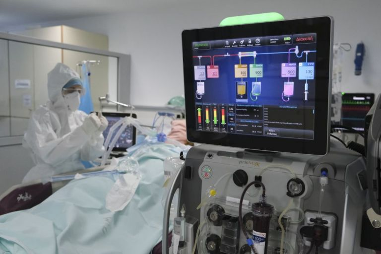 Κορωνοϊός : Συγκλονίζει η περιγραφή 48χρονου γιατρού που έμεινε 23 μέρες στην εντατική | tovima.gr