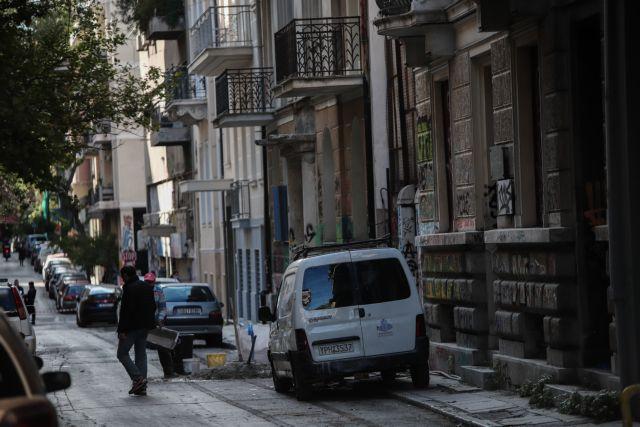 Μεγάλη επιχείρηση στα Εξάρχεια: Σφραγίζουν κτίριο στη Ζαΐμη που τελούσε υπό κατάληψη | tovima.gr
