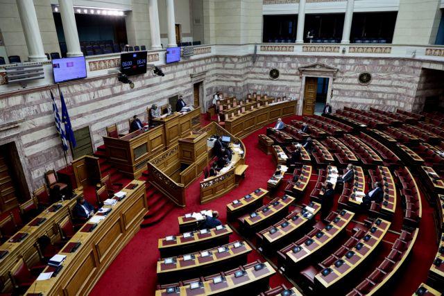 Ψηφίστηκε το νομοσχέδιο του υπ. Εργασίας – Έντονη αντιπαράθεση για ασφαλιστικές εισφορές και πανδημία | tovima.gr