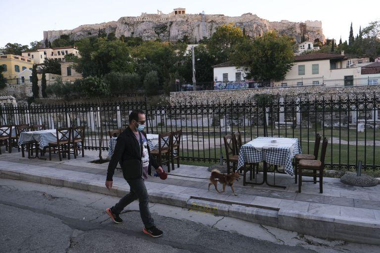 Νέα δημοσκόπηση: Παράταση του lockdown θέλει το 76% – Πώς κρίνουν τους κυβερνητικούς χειρισμούς   tovima.gr
