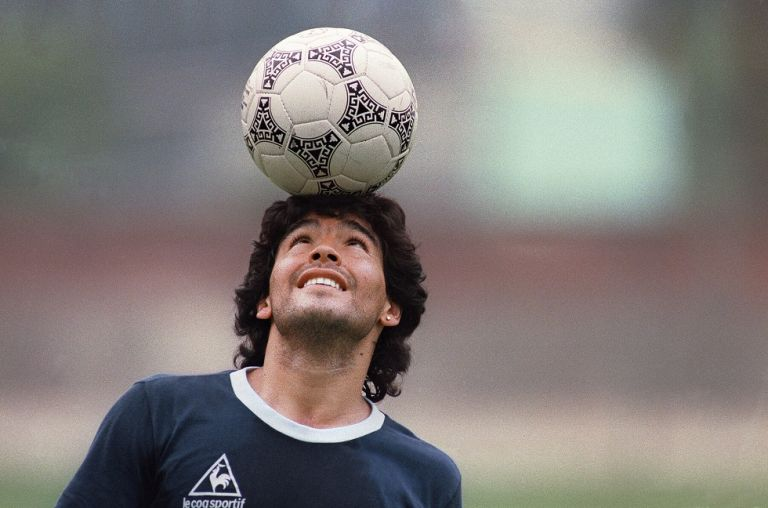 Μαραντόνα : Τα πρωτοσέλιδα για τον θάνατο του θρύλου του ποδοσφαίρου | tovima.gr