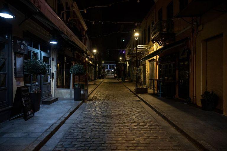 Lockdown : Τα σενάρια για νέα παράταση και ο γρίφος με το άνοιγμα της αγοράς ενόψει Χριστουγέννων | tovima.gr